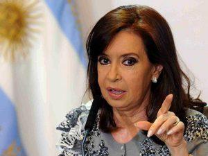 Horas antes de sentarse en el banquillo de los acusados, CFK insistió con la teoría de la «persecución»