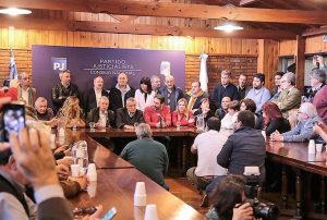 Desde la sede del PJ nacional, empiezan a darle forma al frente opositor cordobés que respalda la fórmula Fernández – Fernández