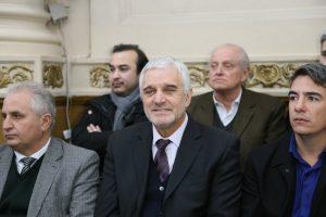 Con duros cruces y hasta con «fuego amigo», la UCR y el PJ reafirmaron el «pacto» para renovar el mandato a Decara