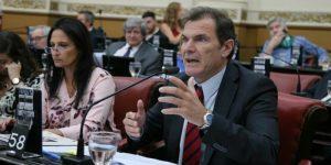 Rechazo de legislador radical a la tercerización del cobro de multas de la Policía Caminera