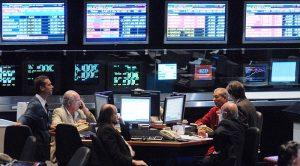 El riesgo país superó los 2.000 puntos y el dólar trepó casi a los 59 pesos