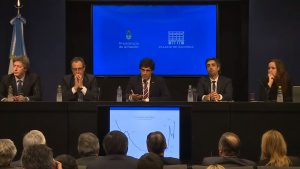 El Gobierno macrista extiende plazos de pago de deuda y busca renegociar con el FMI