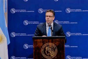 Desde el Central se afirma que «continuará absorbiendo pesos y se seguirá interviniendo en el mercado cambiario».