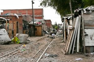 Desde Cippec advierten que «con crecer no alcanza» para reducir la pobreza