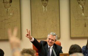 Fuerzas políticas presentarán una demanda por el «acto de campaña» en el Parlamento español de Alberto F.