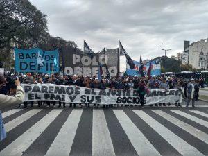 La Policía reprimió a las organizaciones sociales en medio del acampe frente a Desarollo Social