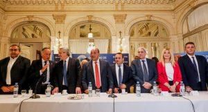 Tras reunirse con dirigentes de la UIA y la CGT, Alberto F. dijo que las prioridades son producir y exportar para generar divisas