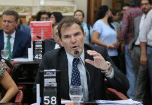 Para el radical Bee Sellares, el Gobierno provincial «minimiza» el impacto de la deuda