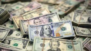 Al final de la primera semana del cepo duro, el dólar oficial cerró a $63,50 y el blue bajó a $67,50