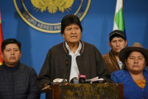 En medio de la crisis política, Morales renunció a la presidencia y denunció un golpe de estado