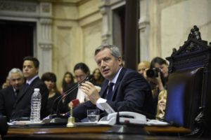Al marcar sus claras diferencias con Peña, Monzó pidió «cultivar la artesanía del diálogo»