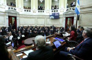 Asumen los 24 senadores electos en medio de la negociación por unificar el bloque peronista