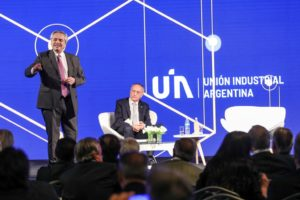 En tribuna empresaria, Alberto F. apuntó contra la pesada herencia que deja Macri
