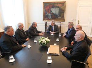 """«Somos aliados para trabajar juntos"""", dijo Fernández ante la CEA por el hambre y la droga"""