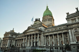 La «triple emergencia» analizada punto por punto por los economistas del CPCE