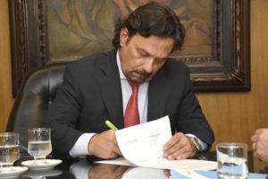 El Gobierno salteño dispuso por decreto el congelamiento de sueldos de funcionarios  por 180 días