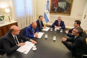 Fernández acordó con tres gobernadores peronistas la cancelación de deuda de la Anses