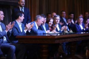 Junto a De Pedro y Arroyo, Schiaretti selló acuerdo por el plan contra el hambre