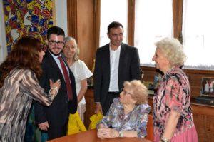 La Provincia rubricó un acuerdo con Abuelas de Plaza de Mayo para profundizar la búsqueda de los nietos