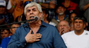 A pesar de su rechazo a las sumas fijas a cuenta de paritarias, Moyano evitó confrontar con el gobierno albertista