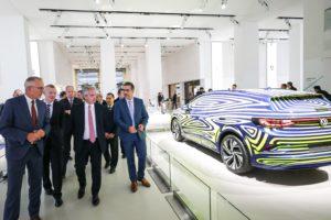 El presidente visitó Volkswagen y la empresa ratificó inversiones por U$S 800 millones en el país