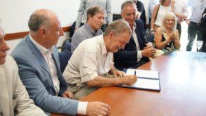 Rubrican convenio para financiar la conexión de industrias y comercios al suministro de gas natural