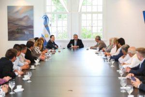 Alberto F. recibió a un grupo de intendentes radicales de Córdoba