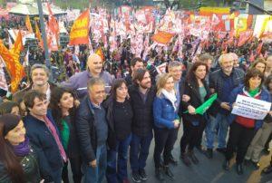 Con la consigna, «abajo el pacto para pagar la deuda», la Izquierda protesta contra el FMI en la Argentina