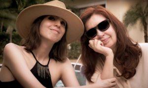 Florencia Kirchner regresa a la Argentina tras un año de tratamiento en La Habana