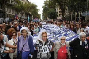 Sin marcha por el #24M, convocan a un «pañuelazo blanco» virtual