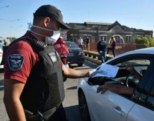 Se detuvo a más de 1.200 personas por violar la cuarentena en el Área Metropolitana de Buenos Aires