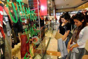 En febrero, las ventas minoristas cayeron 1,1% anual
