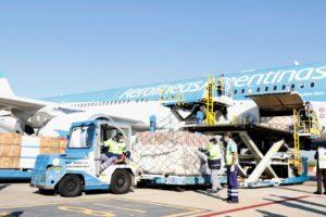Llegó al país el segundo vuelo de Aerolíneas Argentinas con insumos sanitarios desde China