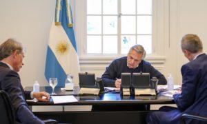 Hay que pensar en «una nueva estructura económica» para el mundo en base de la «solidaridad», le dijo Fernández a Macron