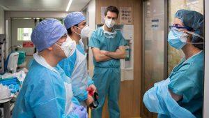 Entre los casos positivos de COVID-19 en el país, 764 son trabajadores de la salud