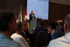 Según los economistas de la Bolsa de Comercio, aumenta el riesgo de profundizar «los desequilibrios estructurales del país»