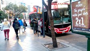 Transporte: El urbano circula a medias y el interurbano sigue de paro en Córdoba