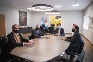 Calvo y Amcham analizaron el potencial industrial,  comercial y empresarial de la provincia