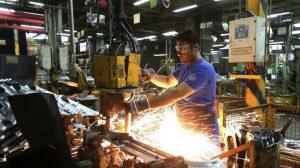 La industria se contrajo en mayo 26,4% interanual, y se recuperó 9% en relación a abril