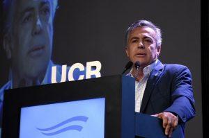El titular de la UCR acusó a Fernández de estar «todo el día agrietando el país»