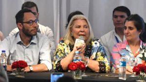 DNU de la polémica: para Carrió, Cristina y Alberto son «infames traidores a la Patria»