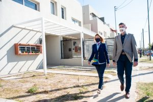 Junto a Estévez, Passerini entregó cinco nuevas viviendas en barrio Parque Liceo III