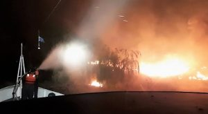 Un guardacostas de Prefectura colaboró en la extinción de un incendio en el Delta