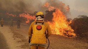 Continúan activos dos grandes focos de fuego en la provincia