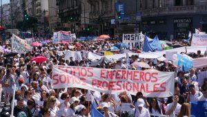Protesta de trabajadores de la Salud en el Obelisco porteño y Plaza de Mayo