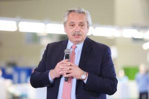 Fernández redobló su crítica contra la gestión macrista al hablar de producción nacional