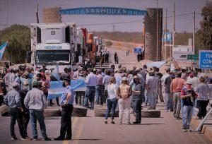 Tras acordarse una tregua de 15 días, productores levantaron los bloqueos en los accesos a San Luis
