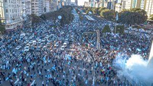 Masivo «banderazo» contra el Gobierno en el Obelisco y distintos puntos del país