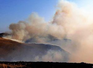 Sigue activo el incendio en zona de Capilla del Monte y es combatido intensamente por los bomberos